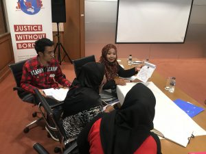 Participants are discussing the problems of Indonesia migrant workers abroad.